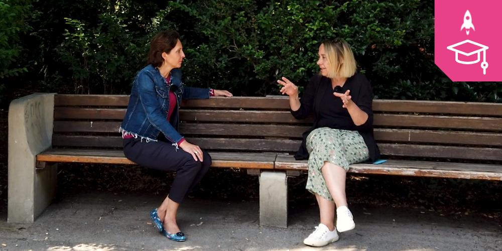 NEOS-Bildungssprecherin Martina Künsberg Sarre und NMS-Pädagogin Maria Lodjn