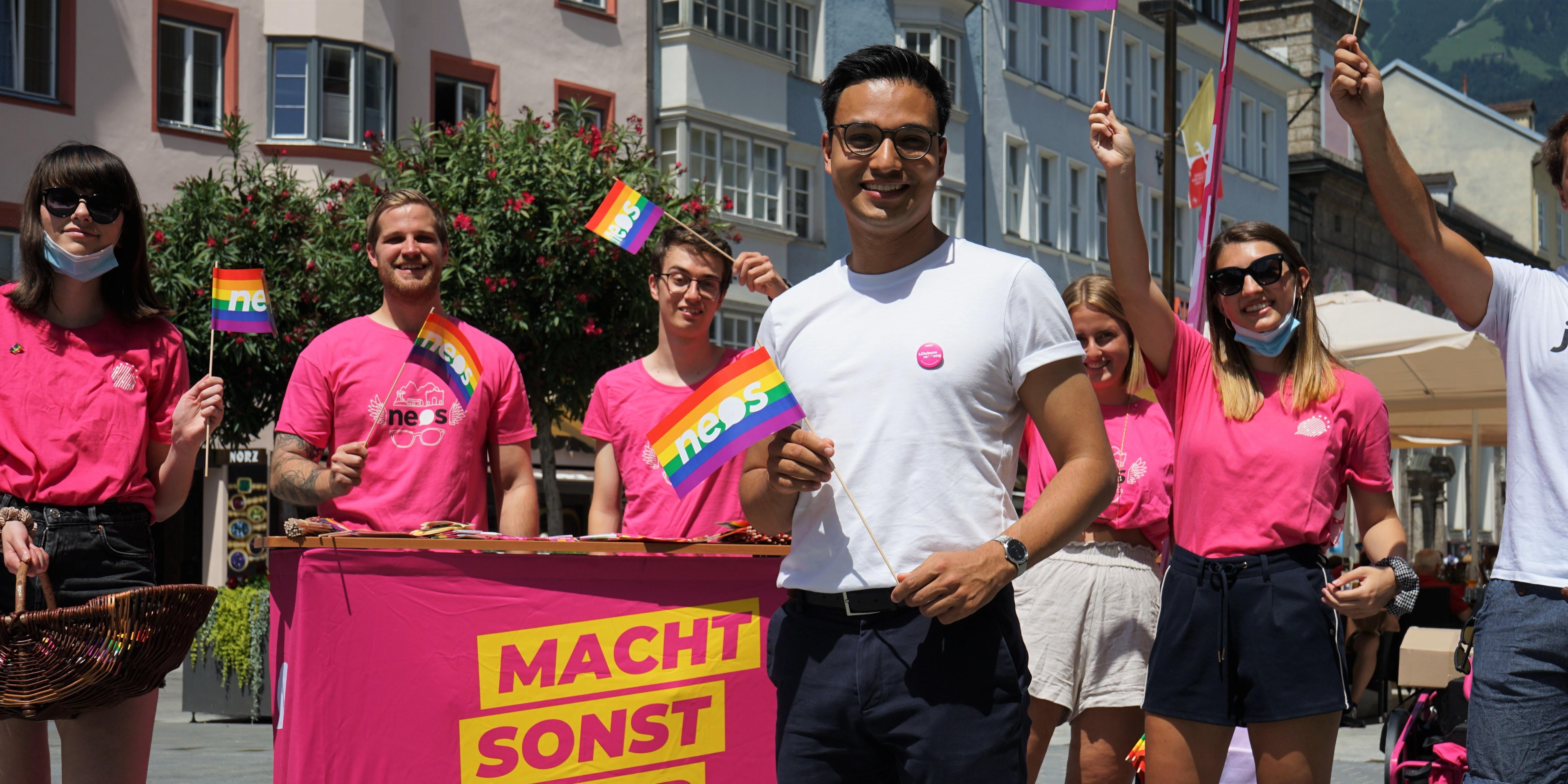Nat.Abg. Yannick Shetty mit Aktivist_innenin Innsbruck